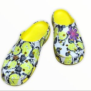 CROCS Womans Size 8 Freesail Butterfly Crocs